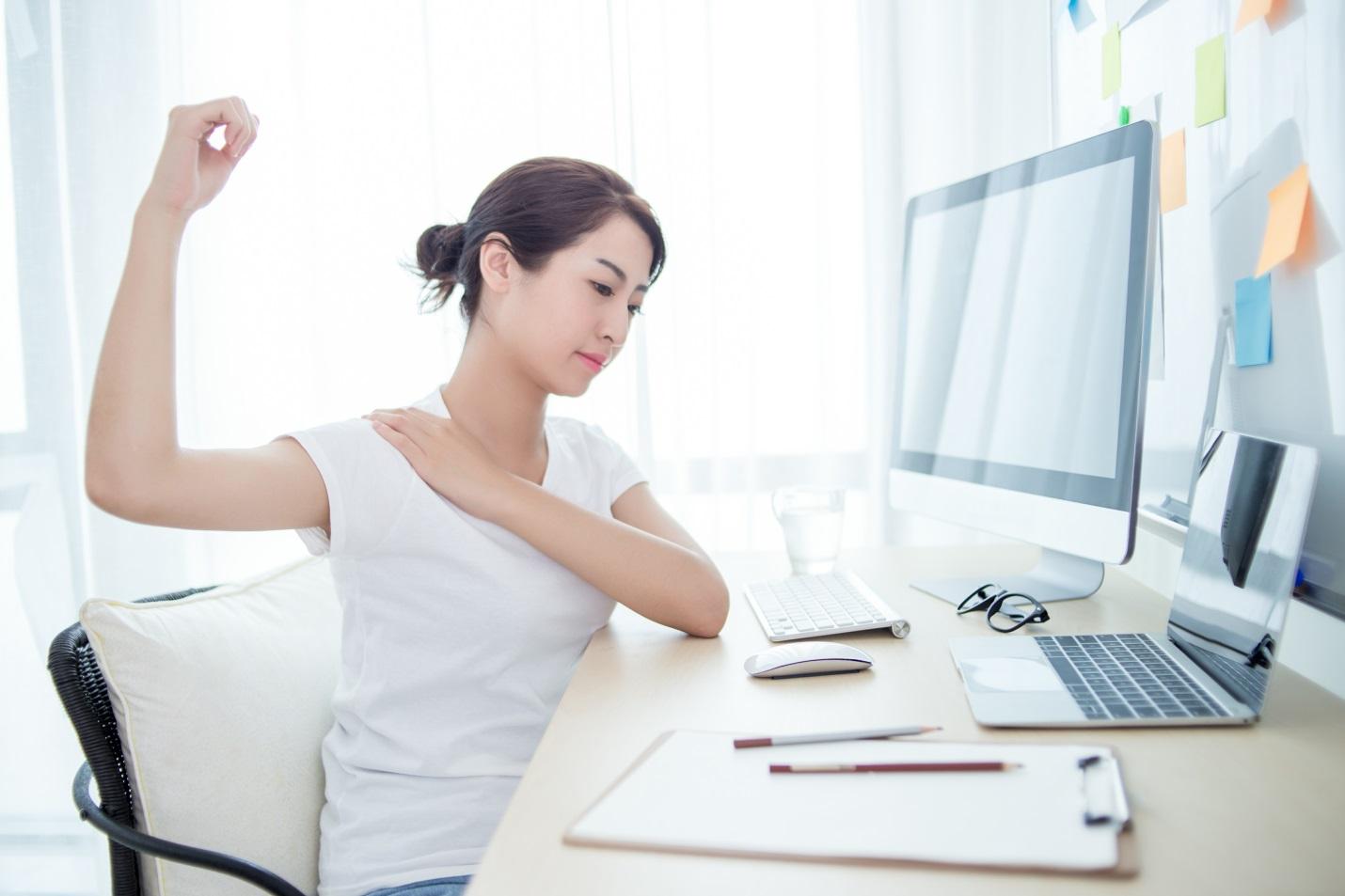 Badan Pegal Linu Akibat WFH? Atasi dengan Cara Sederhana Ini di Rumah