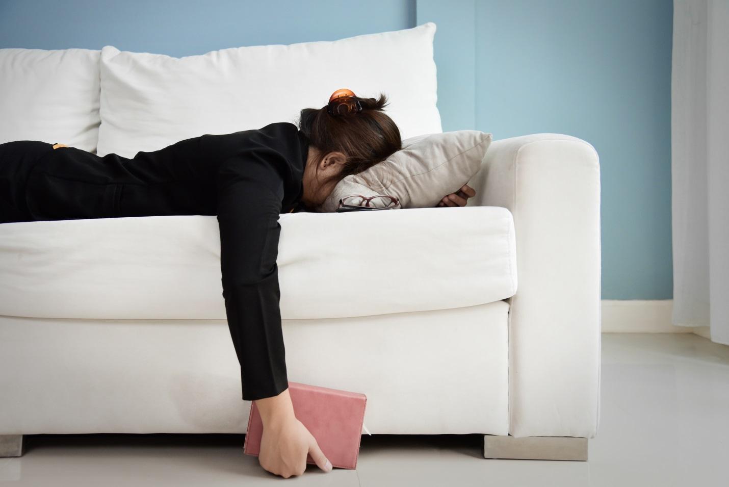 Mengatasi Sakit Punggung Sebelah Kiri Atas Akibat Salah Posisi Tidur dan Aktivitas Berat
