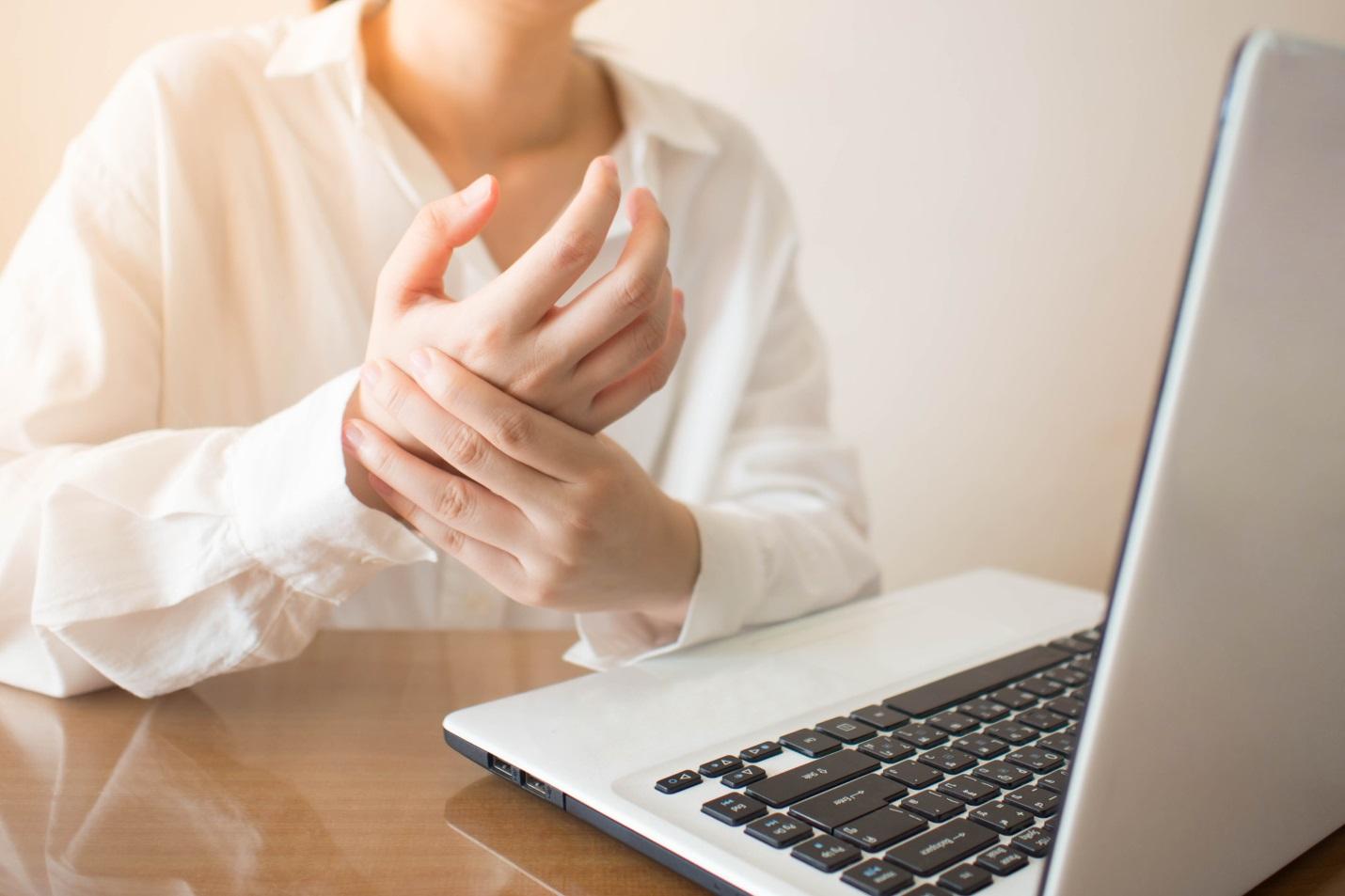 Pegal Linu Tangan dan Kaki Melanda Saat Bekerja di rumah? Beberapa Tips Ini Bantu Meredakannya