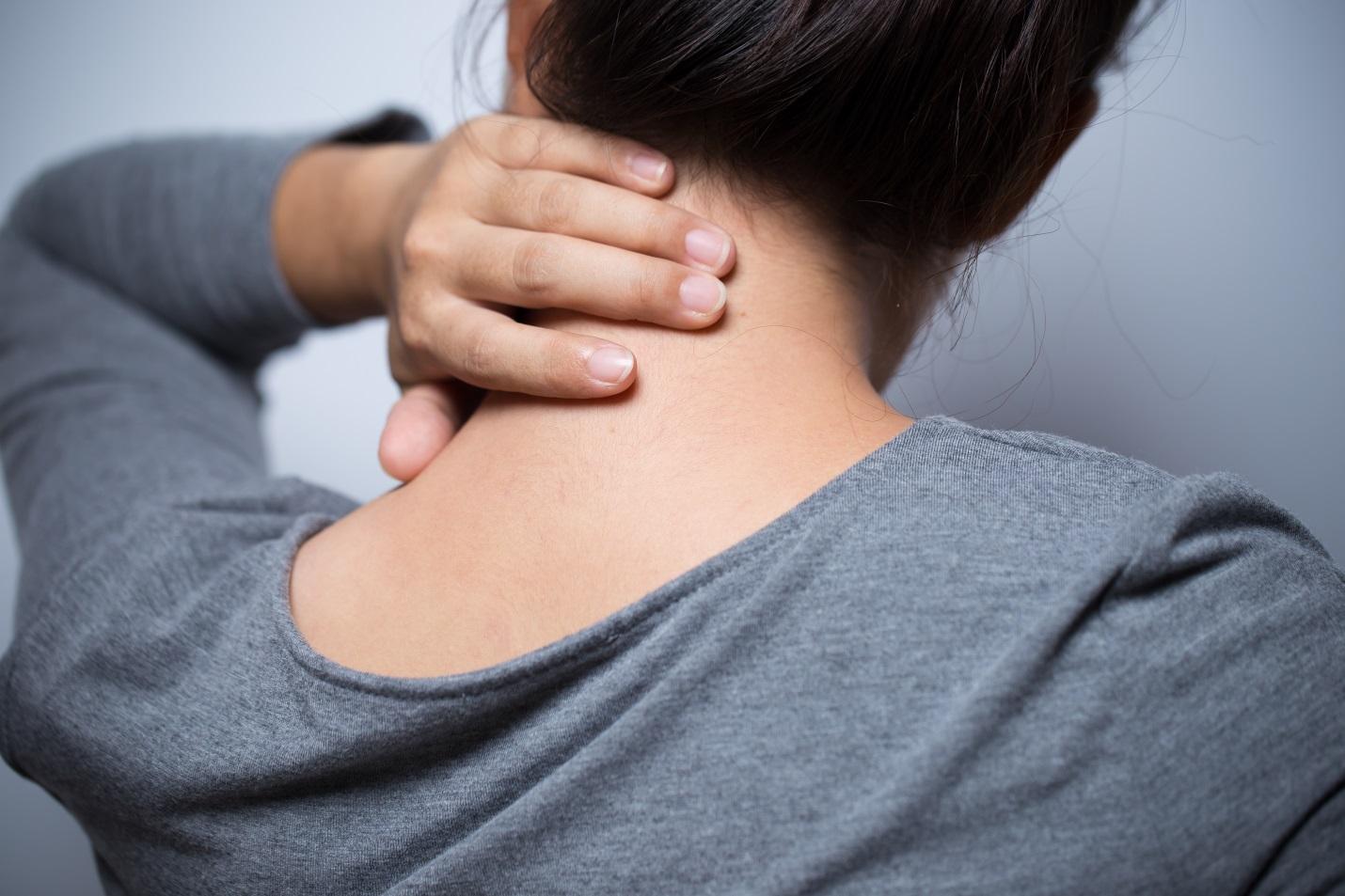 Ternyata Kebiasan Ini Merupakan Penyebab Sakit Pundak Leher yang Jarang Anda Sadari