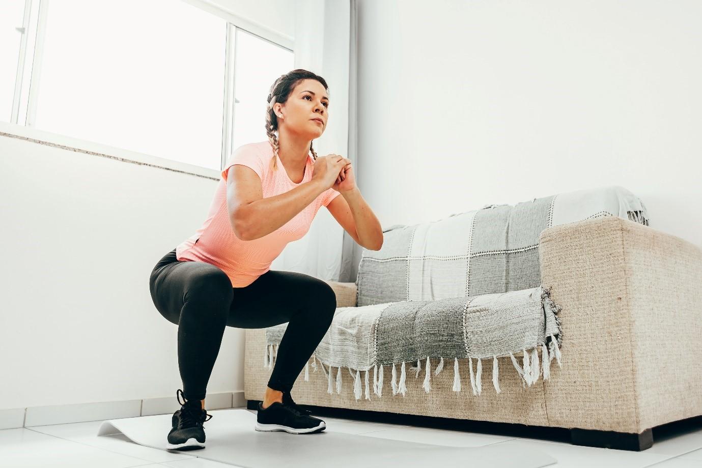 Tetap Bugar Selama #dirumahaja, Lakukan 6 Gerakan Workout Berikut Ini