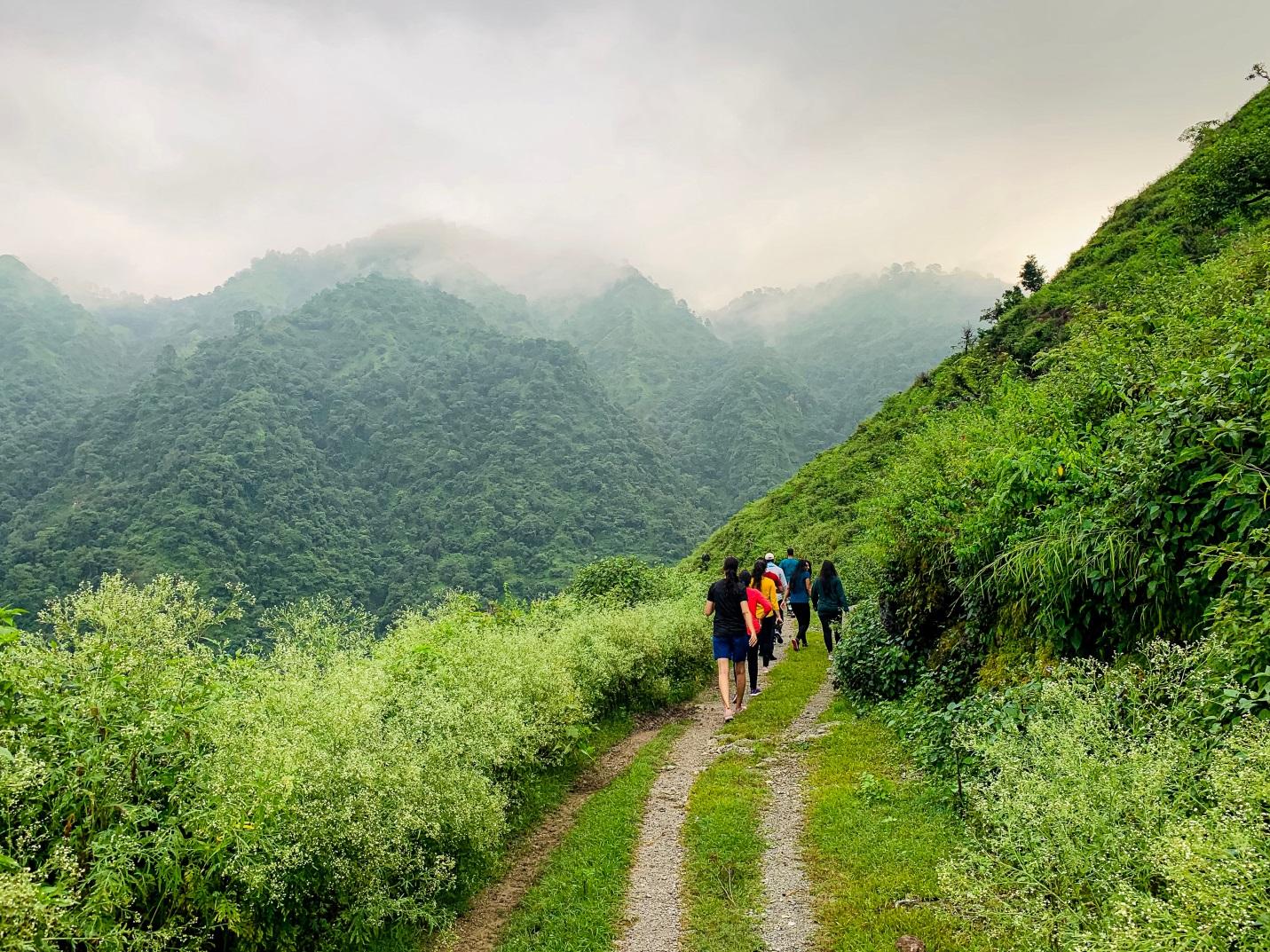 Tips Trekking Aman, Nyaman, dan Bebas Pegal Linu Serta Nyeri Otot